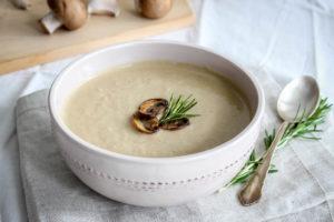 Krémová houbová polévka s rozmarýnem