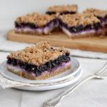 Borůvkový koláč s drobenkou a tvarohem
