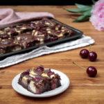 Bezlepkové cheesecake brownies s třešněmi