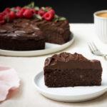Čokoládový koláč s řepou a avokádovým krémem