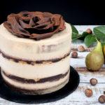 Čokoládový dort s karamelovým krémem, hruškami a lískáči